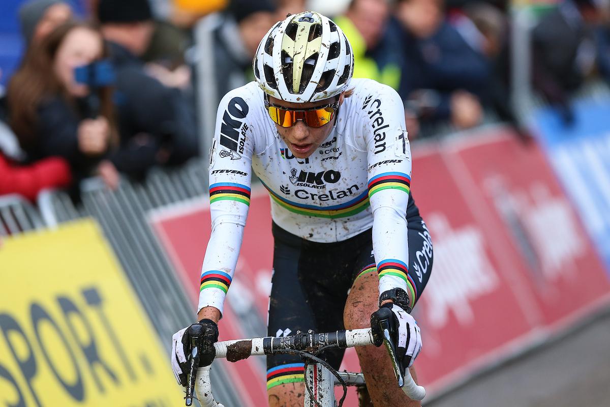 Aaron Dockx pakt 16de overwinning van het seizoen in Overijse, Cant zesde